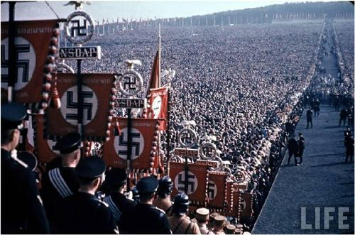 Nazi_crowd