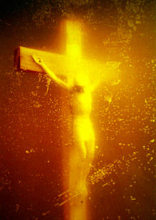 220px-Piss_Christ_by_Serrano_Andres_(1987)