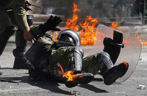 120926-greece-violent-protests-jsa-1.photoblog900