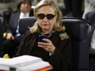 Hillary_clinton-photo-cell_phone-on_way_to_tripoli_libya-1