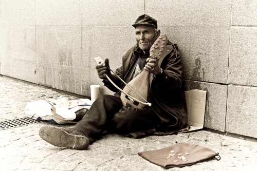 Street-musician-nila-newsom
